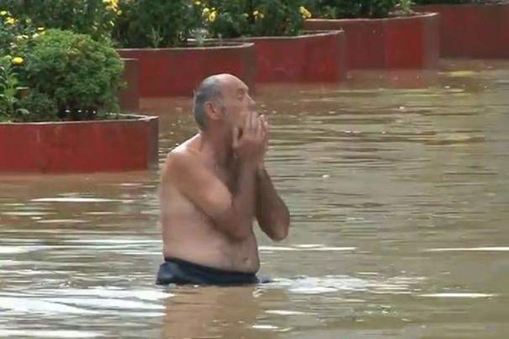 DA PUKNEŠ OD SMEHA: Pijani Bosanac od poplavljene Dubice mislio da je more!