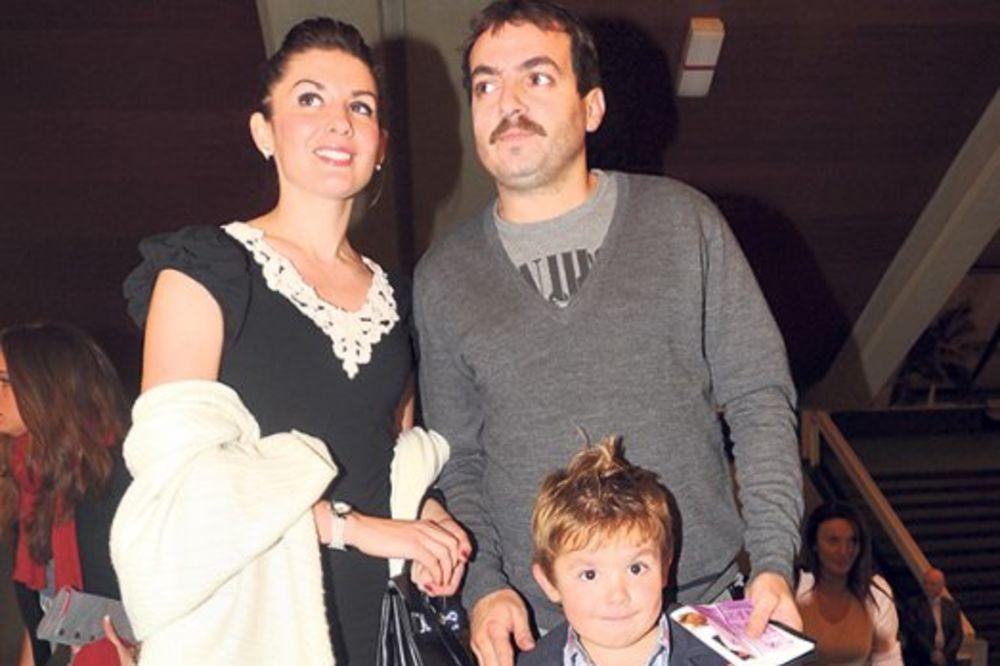 Nenad Okanović vodi decu u Diznilend