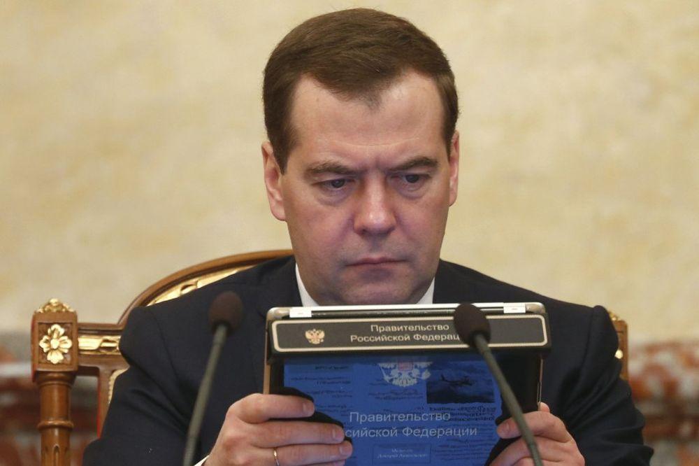 SAJBER NAPAD NA PREMIJERA RUSIJE: Ostavka Medvedeva osvanula na Tviteru