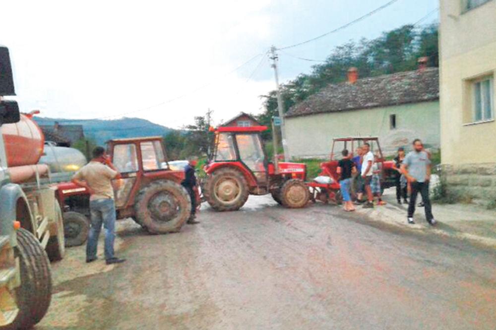PROTEST: Kamionima uništili sve u selu Beršići!