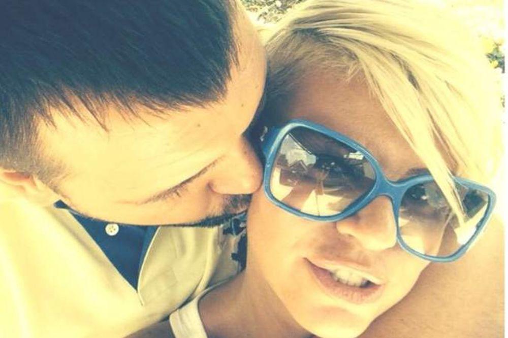 DEMANTUJE DA SE RAZVODI: Dara Bubamara razmenjuje nežnosti sa svojim suprugom!