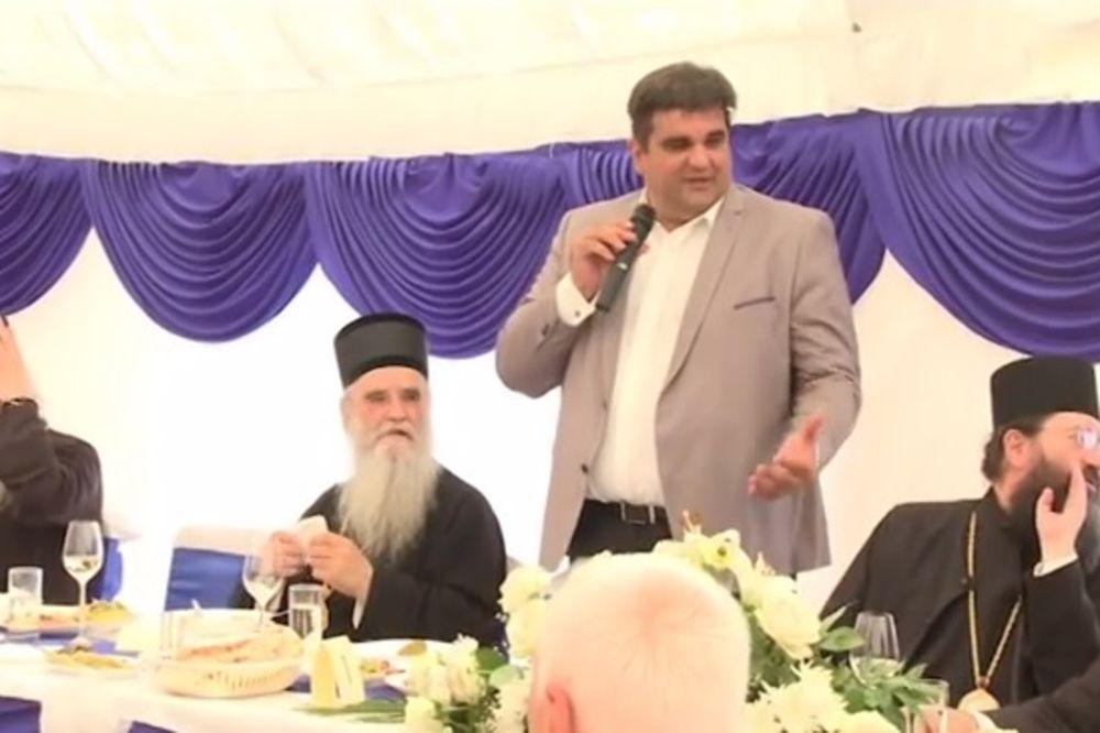 ZAJEČAR: Patrijarhu Irineju predsednik Skupštine grada uručio zlatnike
