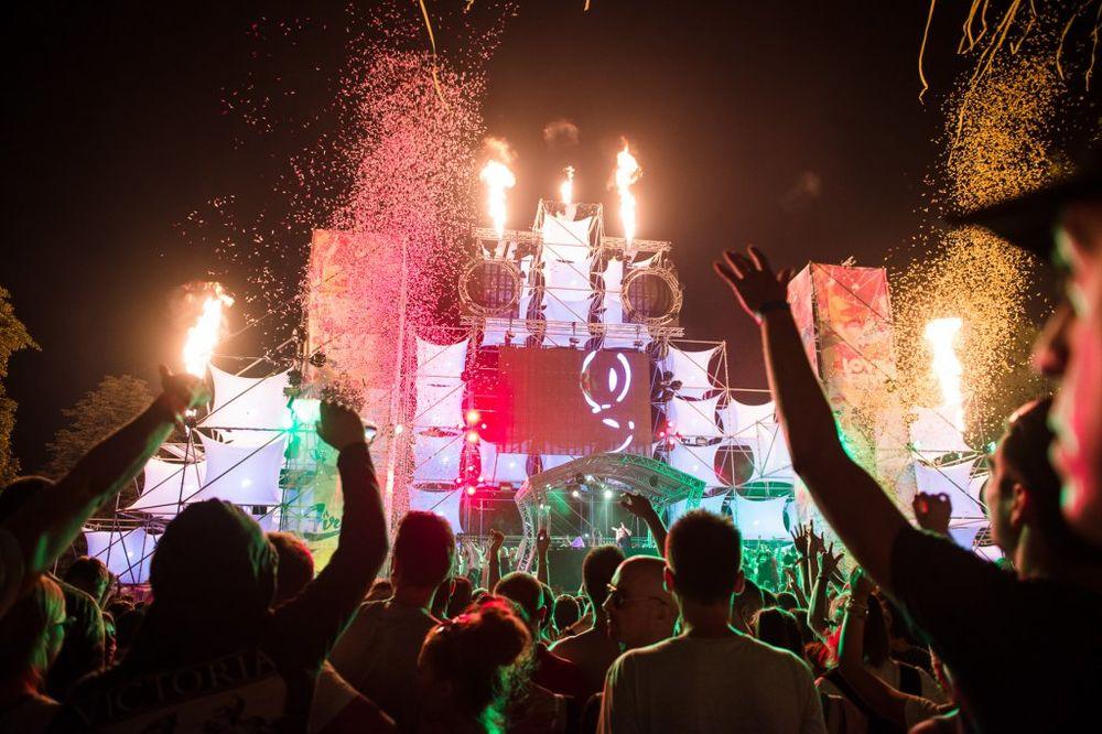 OBORENI SVI REKORDI POSEĆENOSTI: Više od 62.000 đuskalo na osmom Lovefestu