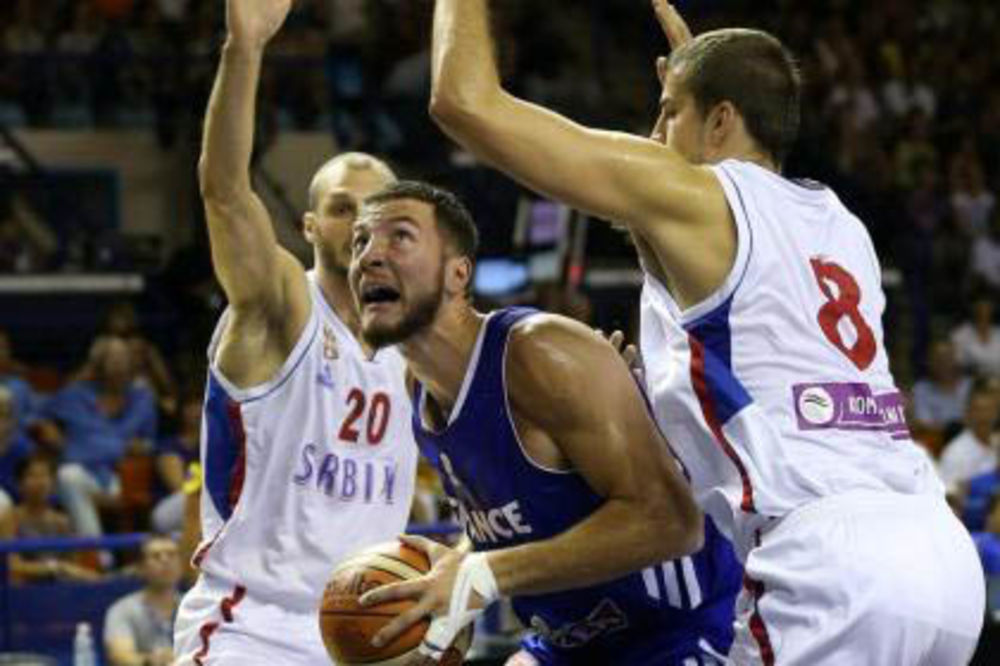 (VIDEO) AU, KAKAV POTEZ: Marko Simonović brutalno zakucao protiv Francuza
