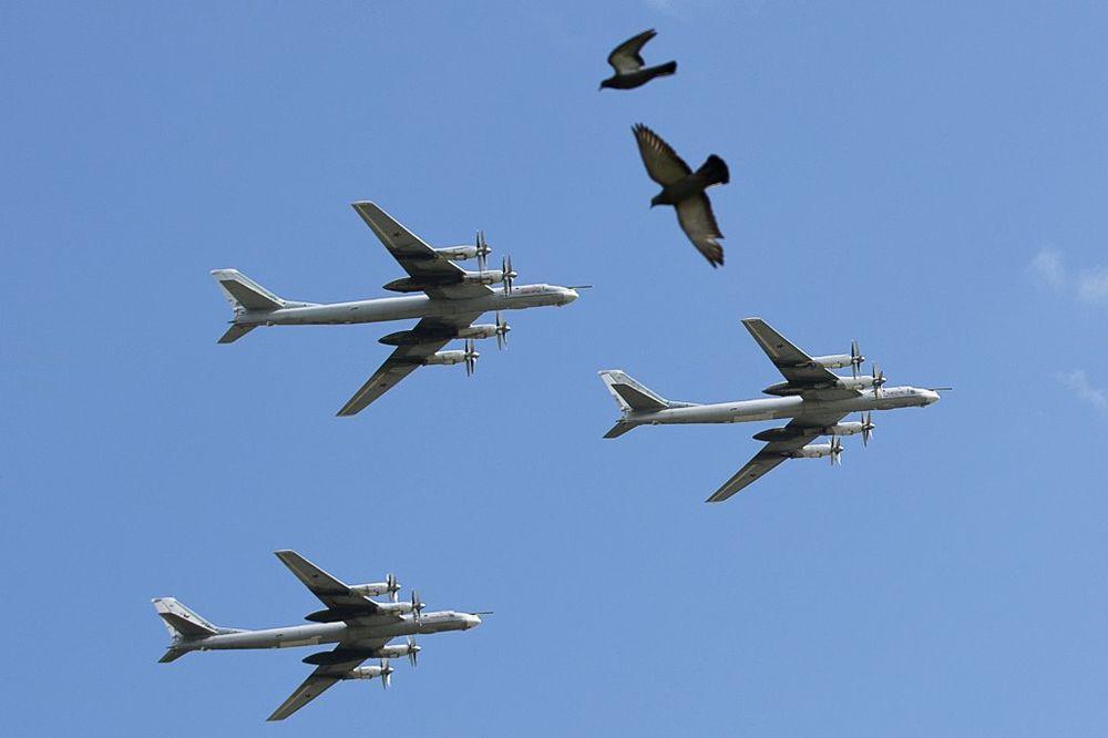 TRENIRANJE ŽIVACA: Ruski bombarderi upali u vazdušni prostor SAD! Američki lovci nisu poleteli...