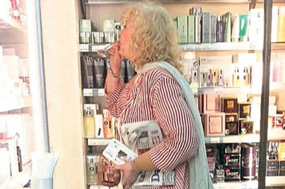 PAPARACO: Milena Dravić opustošila prodavnicu na aerodromu