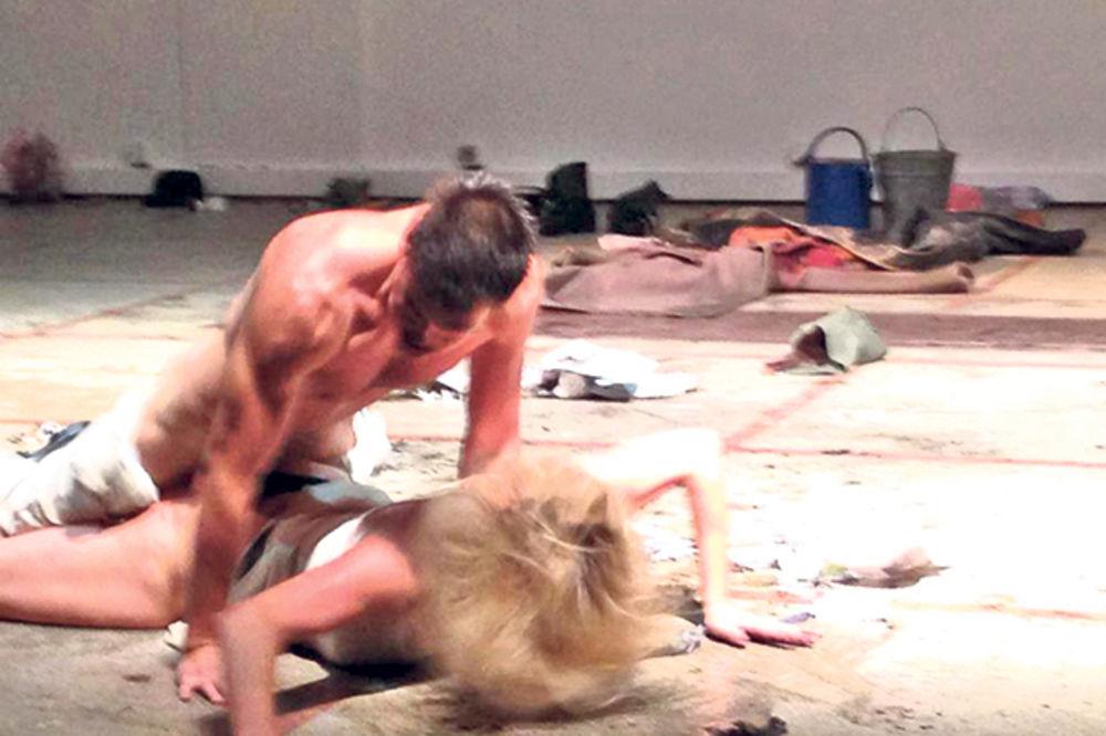 Predstava Grobnica za Borisa Davidoviča: Žestok seks i nasilje na sceni