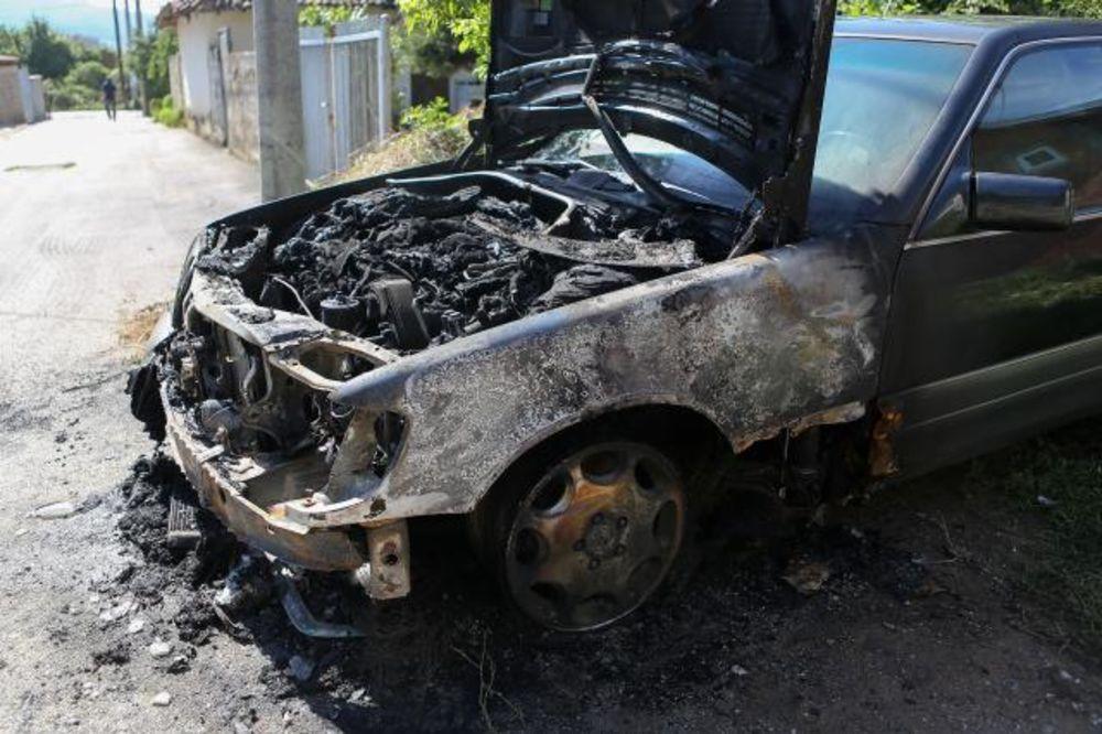 KOSOVSKA MITROVICA: U potpunosti izgorela 2 automobila