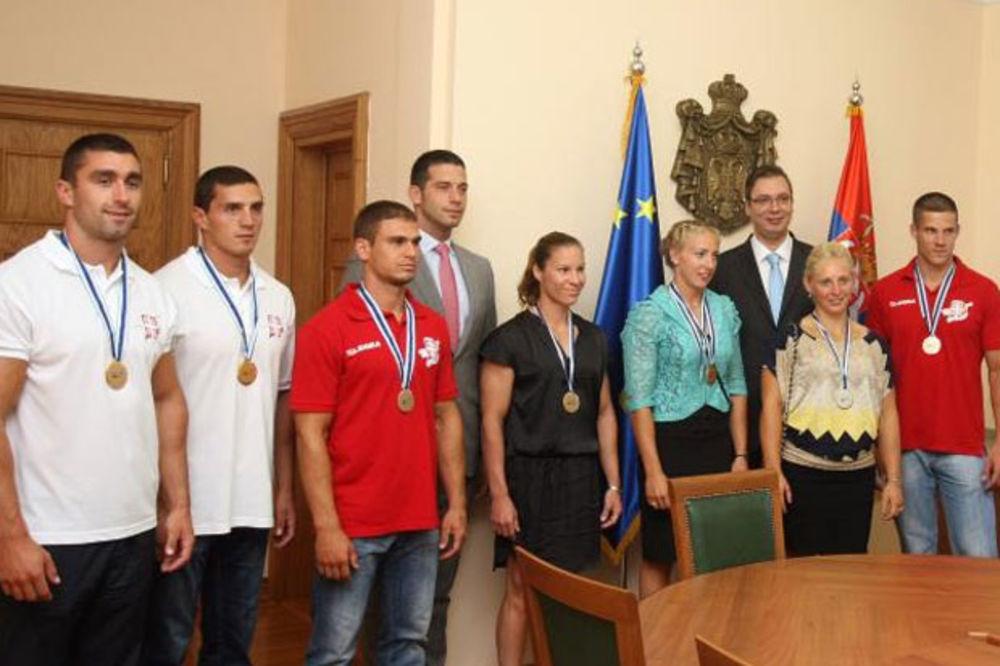 Vučić: Ponosan sam na kajakaše, očekujemo medalje iz Rija