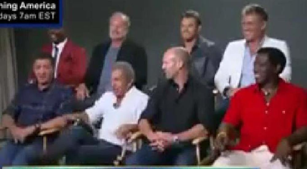 BRZO SE SNAŠAO: Mel Gibson polomio stolicu pa seo u krilo Staloneu