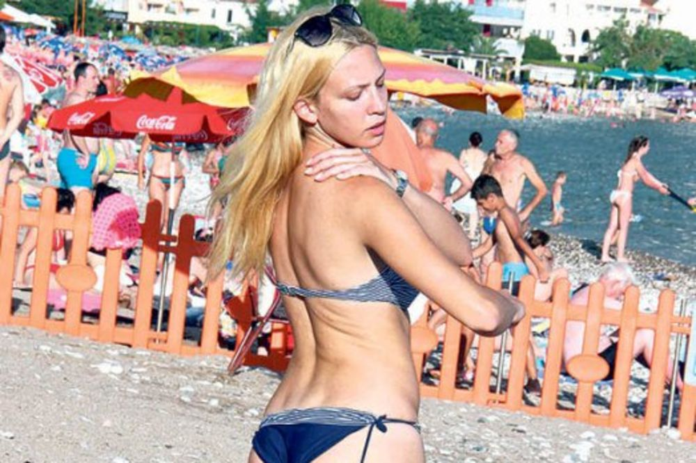 PRESELO JOJ MORE: Seksi Milicu drmnula sunčanica!