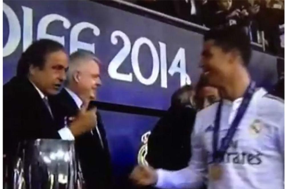 (VIDEO) GAF PLATINIJA: Predsednik UEFA Ronaldu hteo da uruči dve medalje