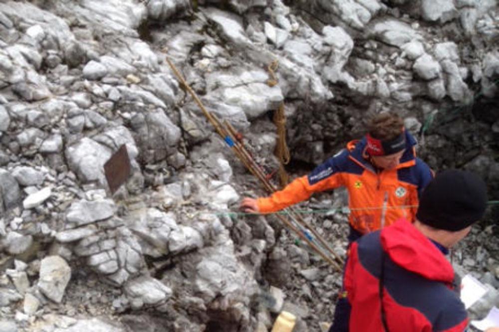250 METARA POD ZEMLJOM: Teško povređeni istraživač već dva dana zarobljen u pećini!