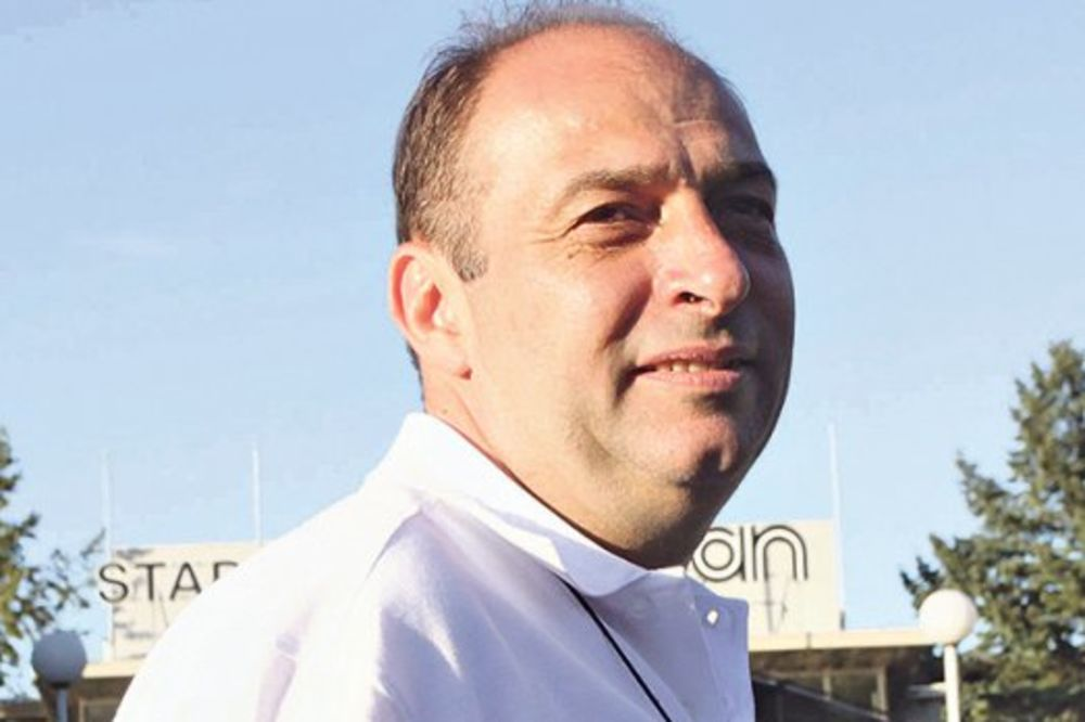MALVERZACIJE: Direktor Laste ženi prebacio 520.000 evra pa otišao na more!
