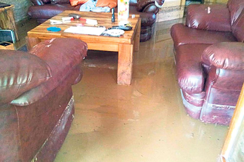 NEMAR OPŠTINE GROCKA: Voda i mulj uništili kuće, ljudi se umalo udavili!