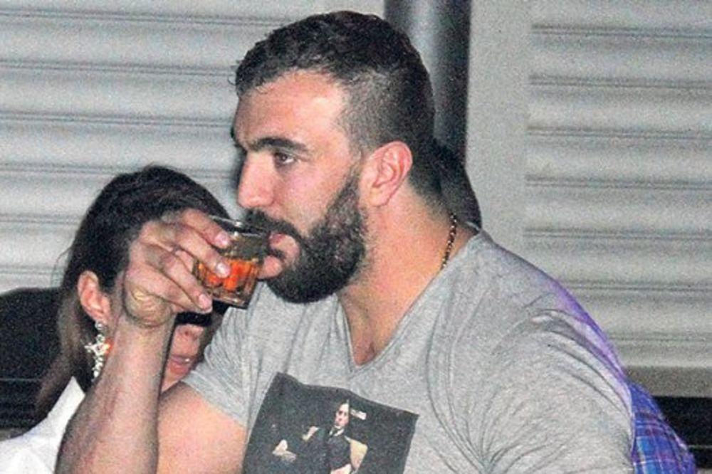 RASKALAŠNO: Nikola Peković iskeširao 500.000 evra za separe!
