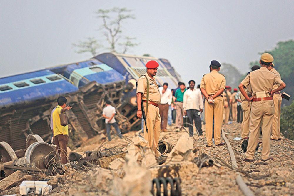 UŽASNO: Poginuo 21 član porodice u Indiji!