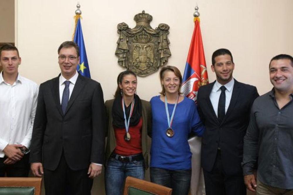Vučić i Udovičić sa atletičarima