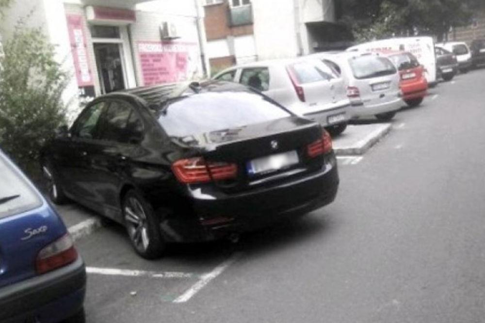 REPETIRAO PIŠTOLJ NA PARKING KONTROLORA: Vozač BMW napao radnika zbog kazne!