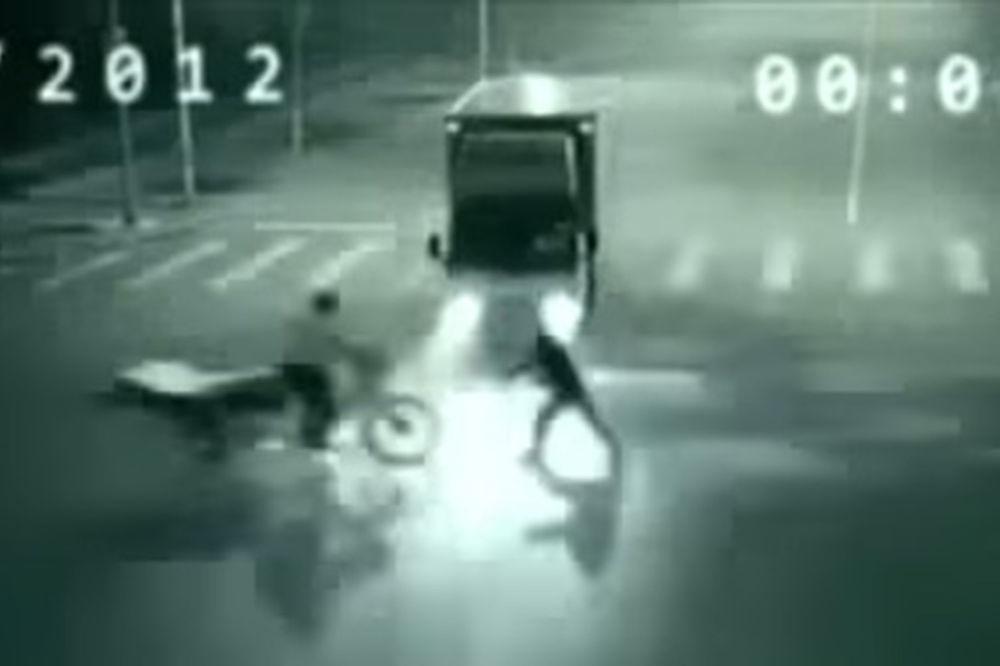 SNIMLJEN VANZEMALJAC: Pogledajte kako je otrgao siromaha od kandže smrti! (VIDEO)