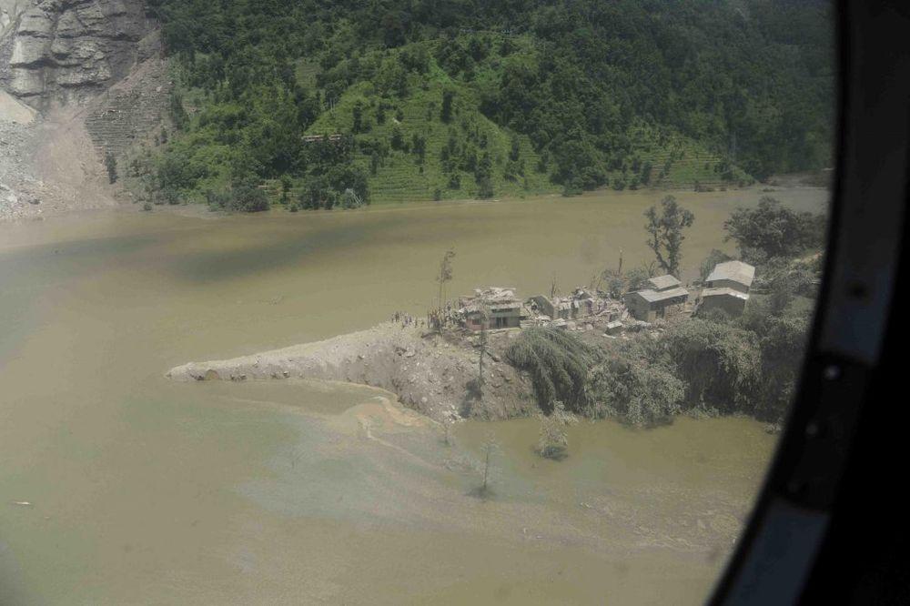 STRAHOTA U NEPALU: 250 mrtvih u poplavama, najnovija žrtva turista iz SAD