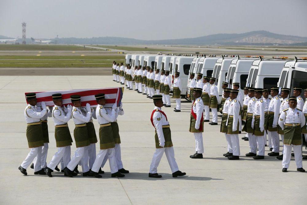 PROGLAŠEN DAN ŽALOSTI: U Maleziju stigao avion s prvih 20 tela žrtava MH17