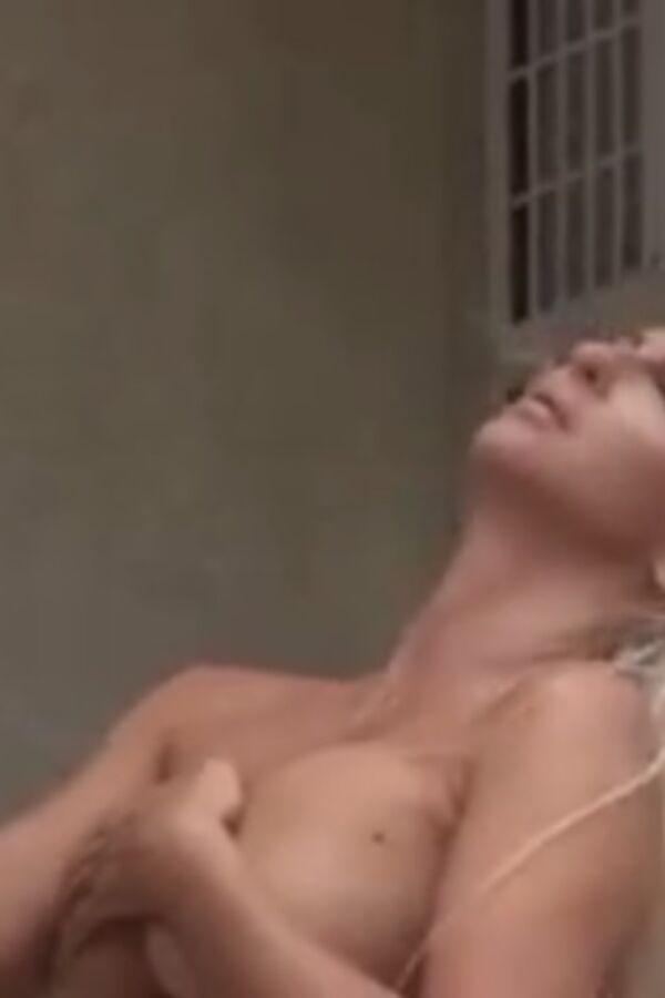 KARLEUŠA O SLIKANJU ZA STORY: Imam i plave krvi, moja baka bila je austrijska grofica! (VIDEO)