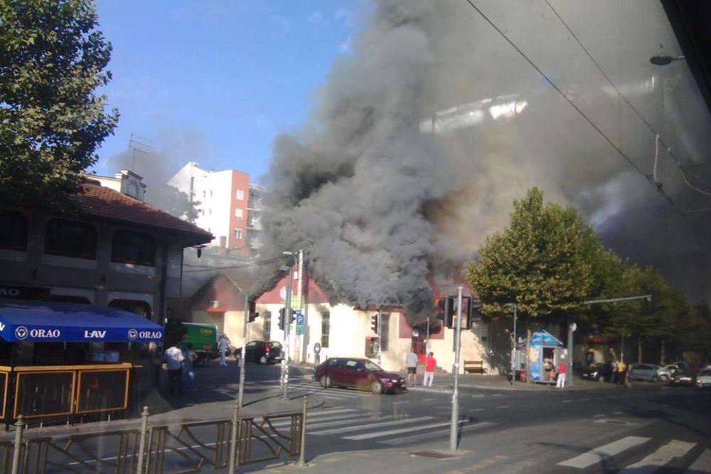 (VIDEO I FOTO) POŽAR U CENTRU BEOGRADA: Gori Depo na Bulevaru!