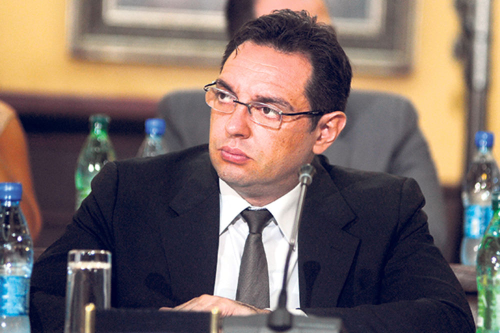 Vulin: Niko ne bi trebalo da radi za manje od 21.000 dinara