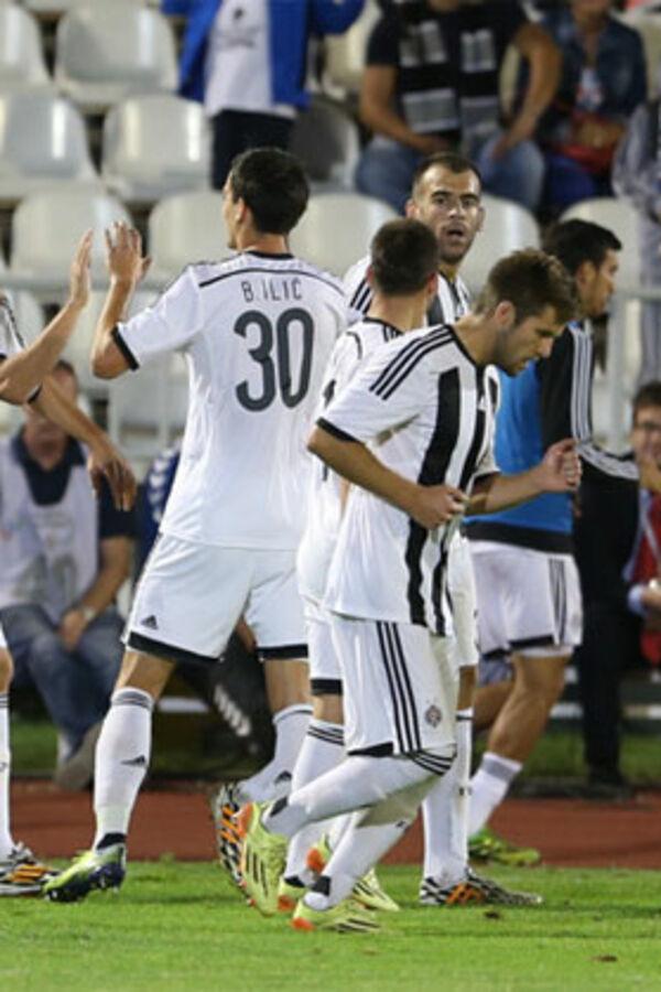 (VIDEO) SREMCI PALI U HUMSKOJ: Partizan trojkom do nove pobede