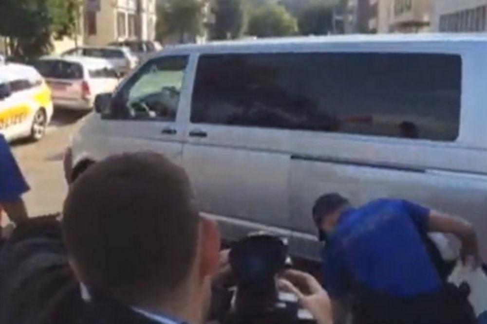 (VIDEO) KRVNA OSVETA: Državljanin Srbije hicima ubio Albanca u džamiji u Švajcarskoj!