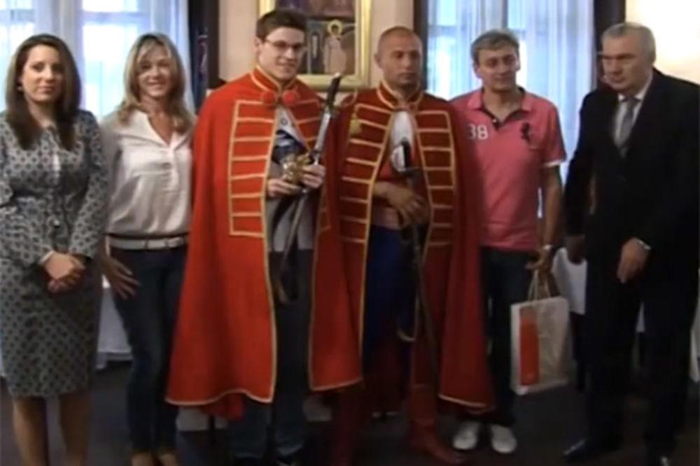 (VIDEO) POSEBNA TITULA: Velimir Stjepanović postao počasni vitez Ljubičevskih igara