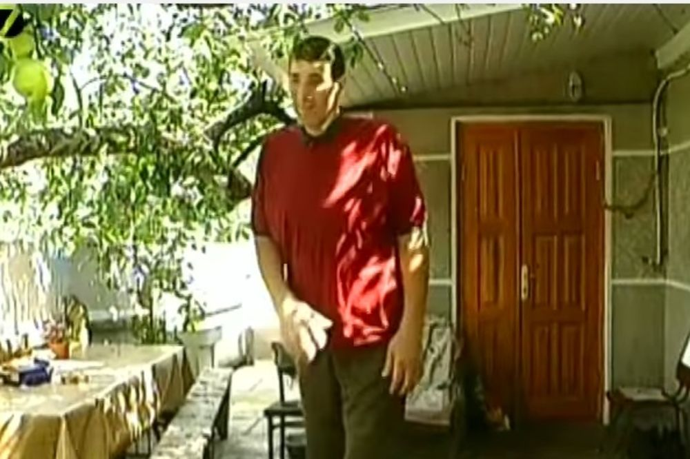 ZASPAO DŽIN OD 2,60 METARA: Umro najviši čovek na svetu