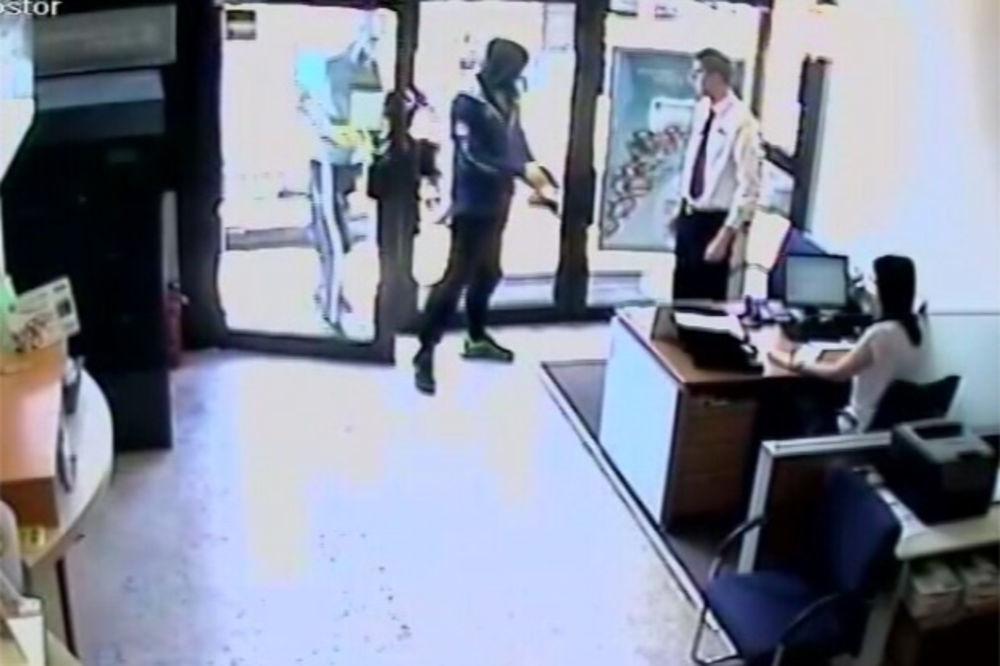 (VIDEO) KO NA DIVLJEM ZAPADU: Ovako su pljačkali banke po Beogradu!