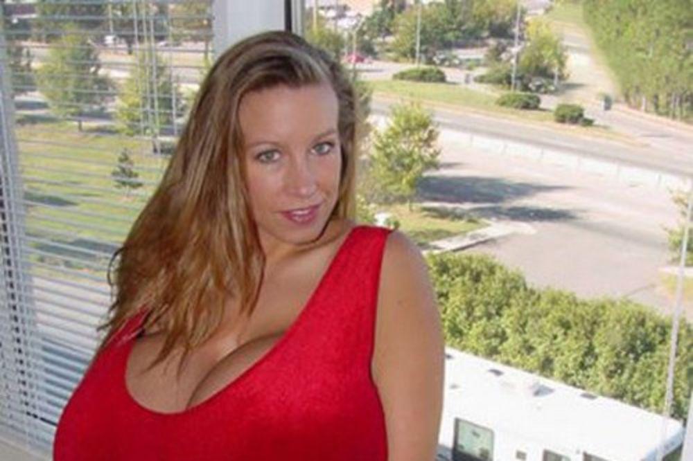 Žena sa najvećim grudima na svetu: Možda sam nakaza, ali ne bih htela da izgledam drugačije!