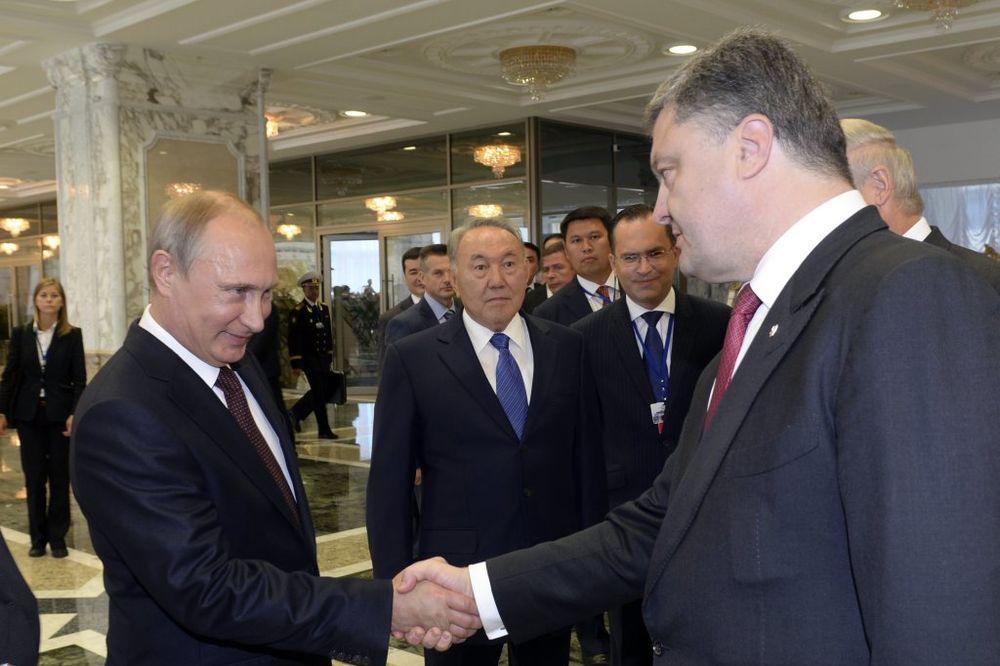 UŽIVO PUTIN I POROŠENKO DVA SATA U ČETIRI OKA: Ukrajinski predsednik otišao bez izjave!