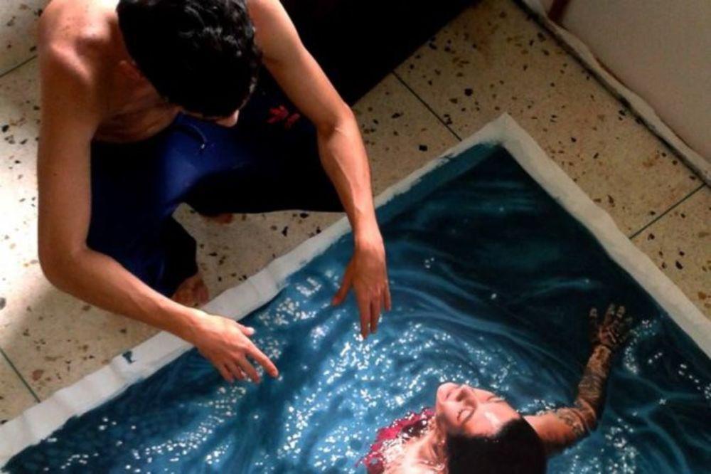 SLIKA KOJA JE ZAPALILA FEJSBUK: Pogledajte pažljivo devojku koja izlazi iz vode...