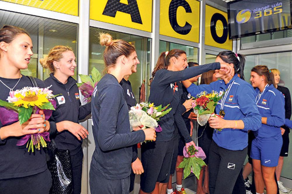BRAVO: Seniorke dočekale odbojkaške šampionke