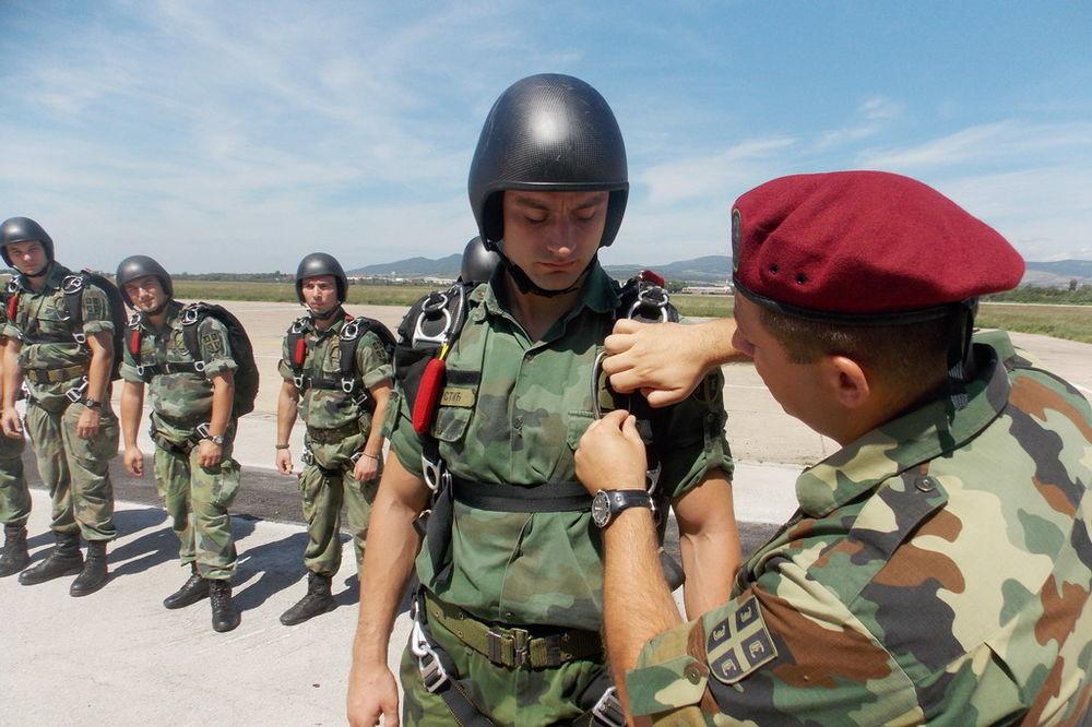 Padobranci Vojske Srbije uspešno izveli dve vežbe