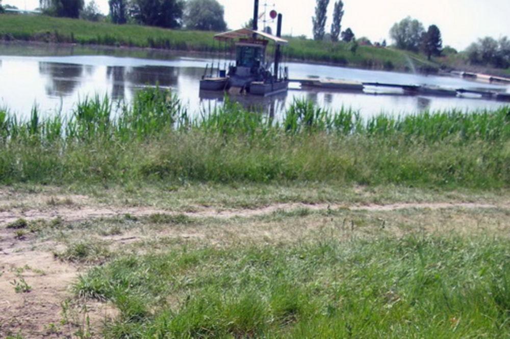 KULA: Očišćen deo kanala DTD, izvađeno 50.000 kubika mulja