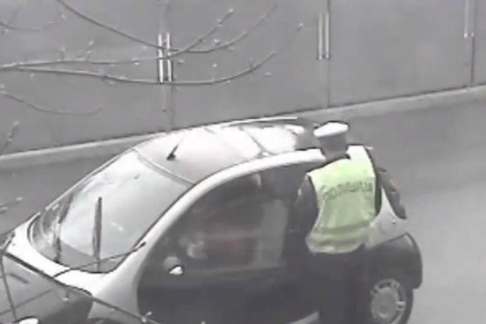 SNIMLJENA KORUPCIJA: Srpski saobraćajac uzima mito od vozača!