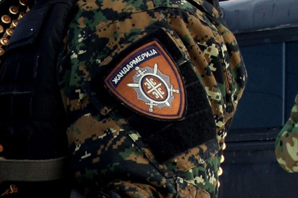 JEZIVA NESREĆA NA KRUŽNOM PUTU: Trojica Žandarma spasili vozača iz zapaljenog renoa