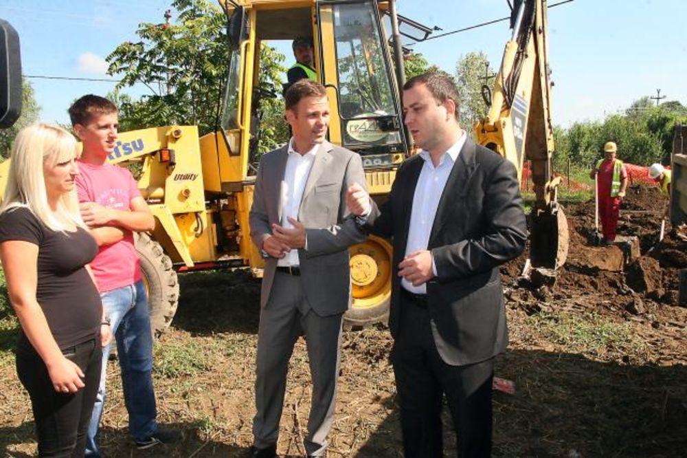 MALI U OBRENOVCU: Gradonačelnik obišao radove na obnovi i izgradnji kuća!