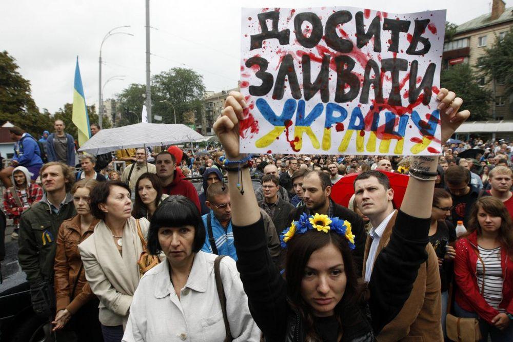 PROTEST U KIJEVU: Naši vojnici su prevareni, spasite ih iz okruženja!