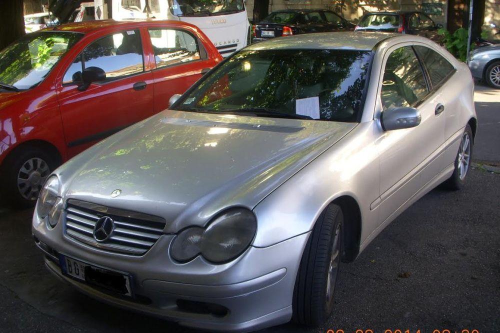 NEPROPISNO PARKIRAO VOZILO: Bahati vozač mercedesa bejzbolkom polomio rampu u centru BG!