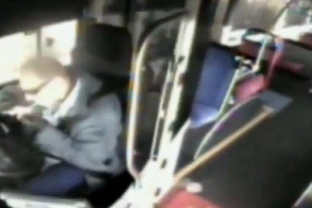 (VIDEO) HOROR U SIDNEJU: Vozač autobusa se drogirao, pa udario u kuću!