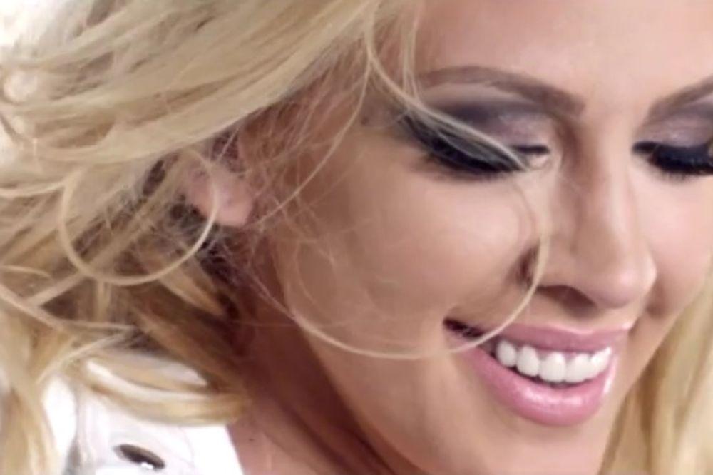 ZAPALILA SRPSKU SCENU: Pogledajte seksi spot Milice Todorović!
