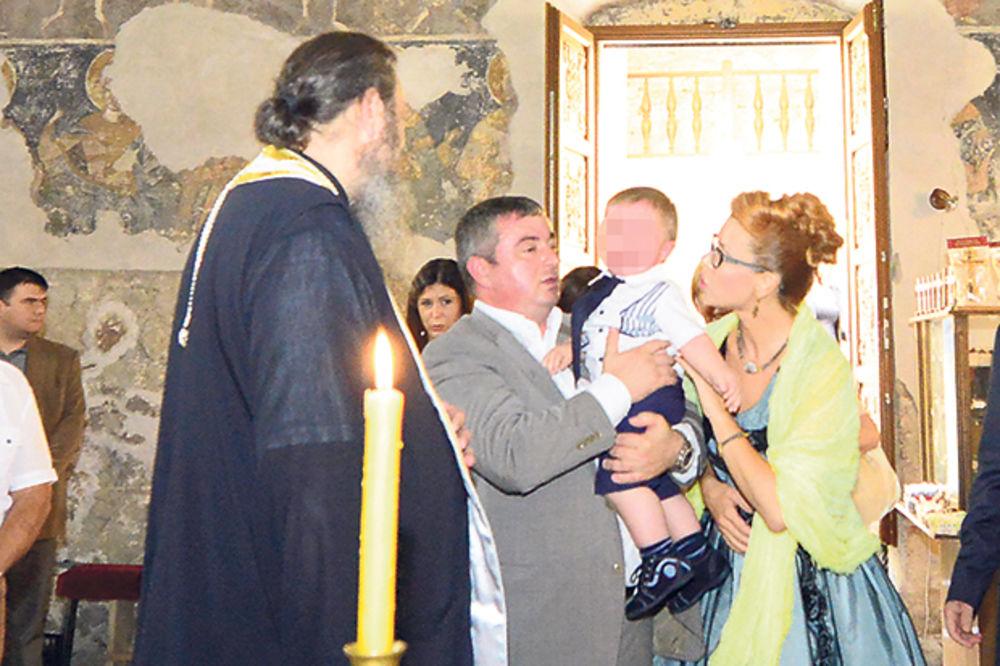 CRKVENI OBRED ZA MILOŠA: Bajatović krstio sina koga nije hteo da prizna!