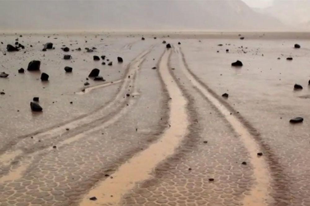 (VIDEO) REŠENA MISTERIJA: Evo šta je tajna hodajućeg kamenja u Dolini smrti