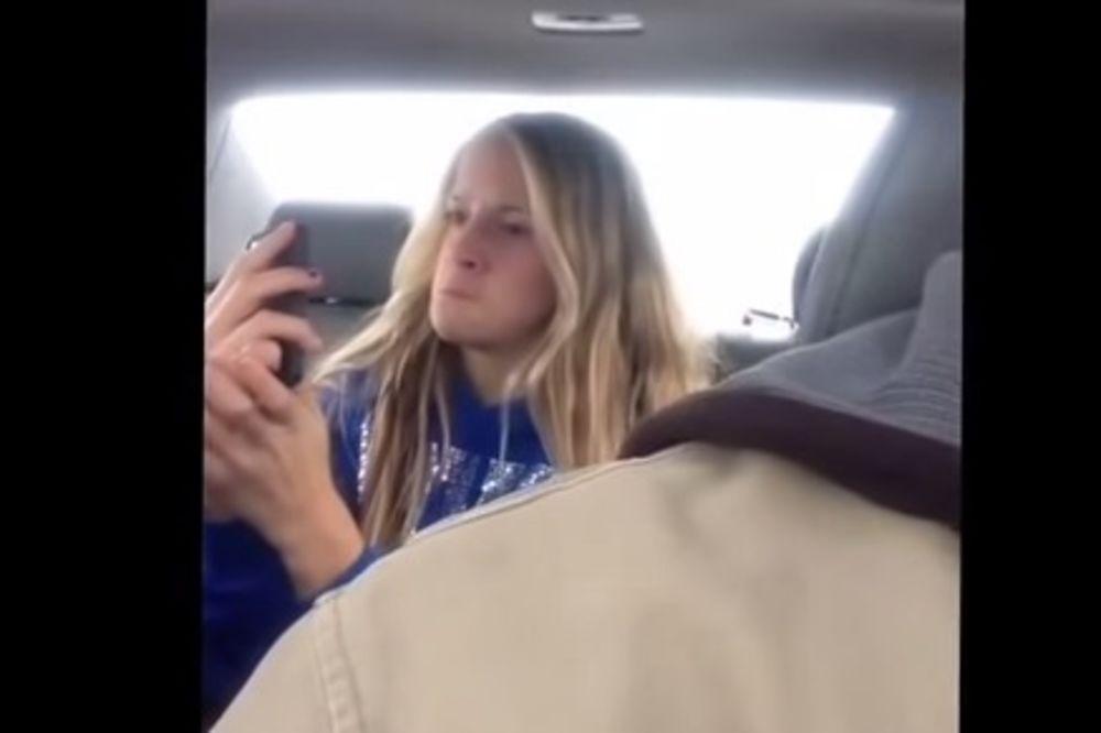Otac snimio ćerku telefonom na zadnjem sedištu automobila, pogledajte šta je radila...